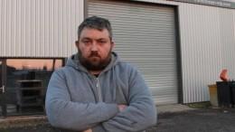 Gaëtan Larowski devant son entreprise